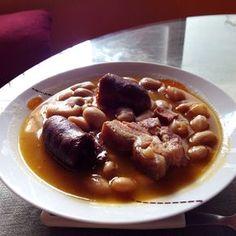 Fabada asturiana Olla GM F Ingredientes: 500g fabes de la granja 2 chorizos 2 morcillas 2 trozos tocino ahumado 1 cebolla 2 dientes de ajo Preparación: La noche anterior, poner a remojo las judías. P...