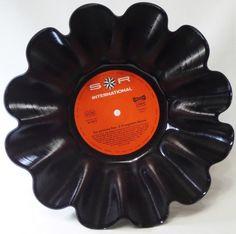 Deko-Objekte - Schallplatten-Schale Obstschale aus Schallplatte - ein Designerstück von Aurum bei DaWanda