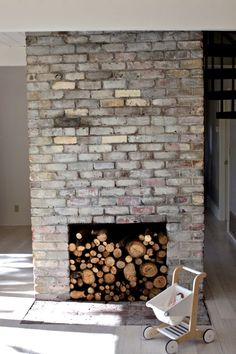 Looking to make your own Whitewashed Bricks? Top lifestyle blog, Design Mom, features a step-by-step tutorial that will make this daunting project super easy. Click here now for all the info!