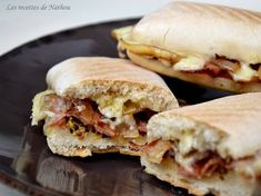 Brie panini, smoked bacon, mustard and balsamic onions - - Healthy Dessert Recipes, Brunch Recipes, Breakfast Recipes, Snack Recipes, Snacks, Burger Recipes, Desserts, Balsamic Onions, Bruchetta