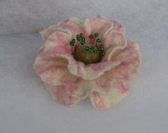 Flowers Brooch -  Felted Flower- Hand felted brooch - Wool brooch- White pink flower brooch - Felted accessories