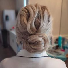 Our favourite updo hairstyles for the new season_relaxed updos 9 Down Hairstyles, Wedding Hairstyles, Relaxed Hairstyles, Bridal Bun, Bridal Hair, Headpiece Wedding, Wedding Updo, Relaxed Updo, Side Chignon