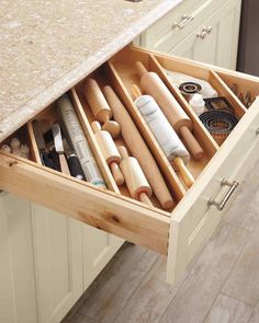 Diagonal Drawer Dividers to accomodate long objects - DIY Ideas for Impeccably Organized Drawers Diy Drawer Dividers, Kitchen Drawer Organization, Kitchen Drawers, Home Organization, Kitchen Storage, Drawer Ideas, Storage Ideas, Cabinet Organizers, Storage Hacks