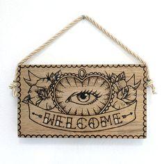Placa Welcome Eye: Pirografia + pintura em madeira
