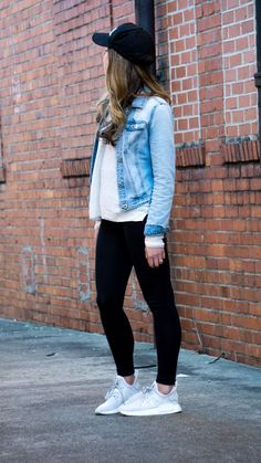 Adidas and Leggings Weekend Look – Tennis Shoe Outfit Jeans And Sneakers Outfit, Outfits Leggins, Tennis Shoes Outfit, Denim Outfit, Leggings Shoes, Grey Sneakers, Black Leggings, Outfits For Teens, Trendy Outfits
