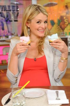 """The bun is officially """"out"""" of the oven. At 10:03 p.m./ET, Wednesday, February 26, 2014, Daphne Oz, co-host of ABC's The Chew, and her husband, John Jovanovic, welcomed the birth of their first child, a daughter, in a local New York City hospital. The baby girl weighed 6 pounds, 13 ounces, 20.5 inches long. """"Mom and baby are doing very well. We feel so blessed,"""" said John. 2/26/14"""