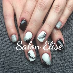 Nailart black and with avec clous et plumes