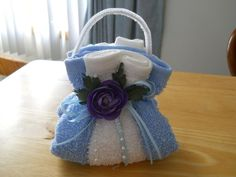 Washcloth Room Essentials - Washcloth - Ideas of Washcloth - Items similar to Washcloth Purse (Soap Holder) on Etsy Washcloth Ideas of Washcloth Washcloth Purse (Soap Holder) Hobbies And Crafts, Crafts To Make, Homemade Gifts, Diy Gifts, Diy Soap Holder, Towel Origami, Towel Animals, How To Fold Towels, Towel Cakes