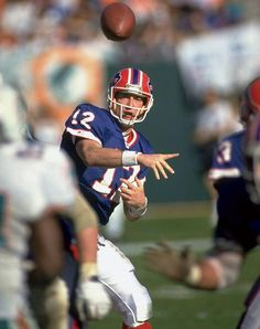 He was a Houston Gambler Buffalo during the strikes. Football Usa, Buffalo Bills Football, Football Players, Football Pics, Football Stuff, American Football League, National Football League, Jim Kelly, Browns Fans