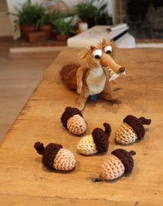 Woodland crochet: πλεκτά βελανίδια