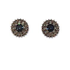 Eu não resisti! Ele bem merece um destaque todo especial! 🎉🌟 Agora em detalhes o brinco mara que aparece no post anterior. Fala a verdade... é lindo demais né? 🌟💟👏👸 #brincos #brilho #detalhe #spikes #bronze #chique #luxo #sparkle #earrings #chic #luxury #gorgeous #inlove #details #instaluxury #instachic #instagood #instalove