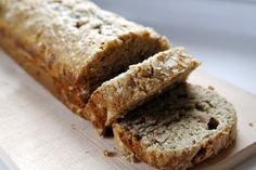Delicious, easy to make, fool-proof banana bread. I recommend skipping the banana slices on top as they'll mushy up the otherwise lovely loaf. Banana Slice, Scones, Banana Bread, Food To Make, Biscuits, Caramel, Recipies, Good Food, Rolls