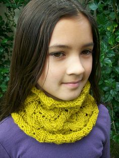 Ravelry: luvmygirlies' Crofter's Cowl - free pattern.