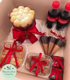 Candy Bouquet Diy, Sweet Box, Birthday Box, Diy Gifts For Boyfriend, Cake Decorating Tutorials, Food Gifts, Best Friend Gifts, Birthday Decorations, Special Gifts