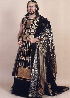 Samuel Ramey as Assur ; Semiramide , the Metropolitan Opera (1990)