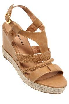 #TATI - #Sandales Compensées - Du 36 au 41 - 17€,99 => 10 cm de talon à accompagner à votre slim noir fétiche. http://www.tati.fr/chaussures-femme/sandales-a-talons-compensees/tous-les-produits/sandales-compensees/106712/nall/d0/s/p9~30/c/b/e.html
