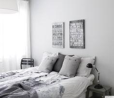 """Jäsenen """"petrakilpelinen"""" makuuhuoneessa taulut, tekstiilit ja yöpöydät sopivat yhteen erinomaisesti yhtenäisen värimaailman ansiosta.  #styleroom #inspiroivakoti #makuuhuone Exterior Design, Interior And Exterior, Neutral Bedrooms, Live In The Present, Old Love, Creative Home, Master Bedroom, Gallery Wall, Bedroom Designs"""
