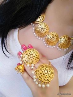 Fulfill a Wedding Tradition with Estate Bridal Jewelry Indian Wedding Jewelry, Indian Jewelry, Bridal Jewelry, Tikka Jewelry, Pakistani Jewelry, Bollywood Jewelry, Indian Earrings, Gold Fashion, Fashion Jewelry