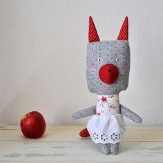 Anička - autorská hračka Kočička Anička je dobrého srdce a umí potěšit každou malou holku. Je šitá jako panenka a společnice ke hraní, odpočinku i spaní. Ve svém chudém, leč čistotném šatníku má jednu sukýnku z bavlněné krajky. Šitá je z měkoučkého flanelu s puntíky a bavlněné látky s květinovým dekorem, obličej je vytvořený ruční výšivkou. Vnitřní ...