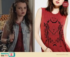 Dorrit's red graphic tee on The Carrie Diaries. Outfit Details: http://wornontv.net/23148 #TheCarrieDiaries #UrbanOutfitters