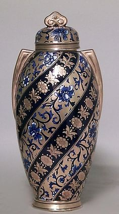 English Victorian Cobalt Blue Porcelain And Gilt Trimmed Coalport Vase With Cover And Small Handles And Swirl Floral Decoration