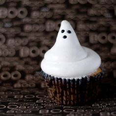 Boo-tiful white chocolate dipped hi hat ghostie cupcakes!!