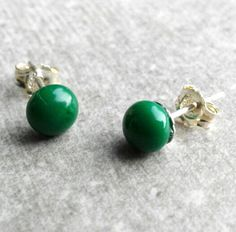 Green Stud Earrings  Green Glass Earrings  Grass Green by GLASPUNT