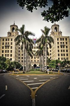 Stayed here when I went to visit my abuelitos in __Hotel Nacional, La Habana por Luis Casas Cuban Architecture, Architecture Classique, Beautiful Islands, Beautiful Places, Viva Cuba, Going To Cuba, Cuban Culture, Cuba Travel, Le Havre