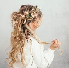 Here is a little hair tutorial I made for you guys! I love this hairstyle & it looks impossible but it's actually super simple! xoxo Top – Windsor Store FINISHED LOOK PULL THROUGHT BRAID … Source by mizkaryb Box Braids Hairstyles, Fancy Hairstyles, Bride Hairstyles, Straight Hairstyles, Vintage Hairstyles, Best Wedding Hairstyles, Holiday Hairstyles, Wedding Hairstyles Tutorial, Short Layered Haircuts