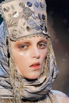 Русский стиль в одежде: головные уборы John Galliano