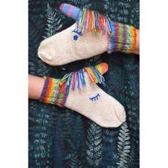 Aurora unicorn mittens Knitting pattern by Craftling Designs Let the unicorns keep your hands warm this winter! Knit in your favourite rainbow yarns, or if you're a horse person, ma. Knitted Mittens Pattern, Crochet Mittens, Baby Knitting Patterns, Baby Mittens, Love Crochet, Knit Crochet, Crochet Pattern, Crochet Toys, Crochet Baby Blanket Beginner