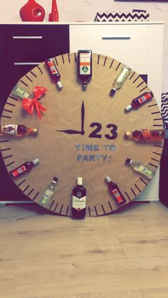 Newest Free of Charge Clock - gifts - - views Style presents for men who've every thing,gifts for men diy Xmas gifts for guys,leather presents for me 21st Birthday Crafts, Birthday Present Diy, Birthday Presents, Birthday Decorations, Birthday Ideas, 30th Birthday, Carnival Birthday, Birthday Cake, Birthday Parties