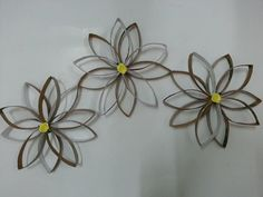 Tutorial: 3D flower wall decor {using paper towel roll insert)