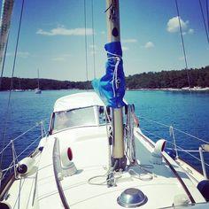 just around the corner for a swimm... with my neighbour's halberg rassy 31   #sailinglife #sailing #davidlenherr #digitalnomad #workfromanywhere #vrboska #thenomadlife