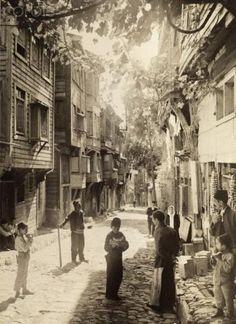 1918 İstanbul sokaklarından bir kare.