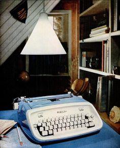 royal portable typewriters 1962 by Captain Geoffrey Spaulding on FlickrMachine à écrire Vintage   - www.remix-numerisation.fr - Rendez vos souvenirs durables ! - Sauvegarde - Transfert - Copie - Digitalisation - Restauration de bande magnétique Audio - MiniDisc - Cassette Audio et Cassette VHS - VHSC - SVHSC - Video8 - Hi8 - Digital8 - MiniDv - Laserdisc - Bobine fil d'acier - Micro-cassette - Digitalisation audio - Elcaset