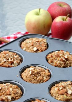 Proteinrike havremuffins med eple og kanel - LINDASTUHAUG Baby Food Recipes, Cooking Recipes, Keto Chocolate Chip Cookies, Cake Cookies, Healthy Snacks, Nom Nom, Muffin, Food And Drink, Health Fitness