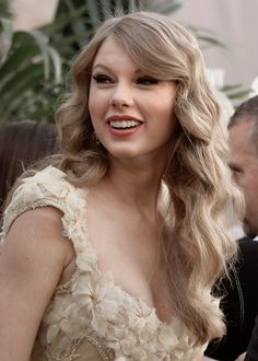 Taylor Swifts Daily - Healty fitness home cleaning Taylor Swift Smile, Long Live Taylor Swift, Taylor Swift Pictures, Taylor Alison Swift, Miss Americana, One & Only, Swift Photo, Girl Power Tattoo, Red Taylor