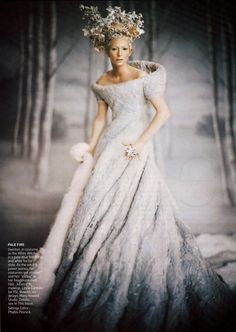 Narnia Snow Queen, Tilda Swinton picture by Paolo Roversi for Vogue US December 2005 Paolo Roversi, Tilda Swinton, Annie Leibovitz, Vogue Us, White Queen, Halloween Disfraces, Movie Costumes, Narnia Costumes, Fairy Costumes