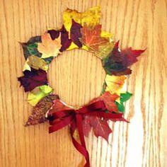 Fall leaf wreath, #craft, children, elementary school, #knutselen, kinderen, basisschool, herfstkrans van bladeren op papieren bord, tutorial