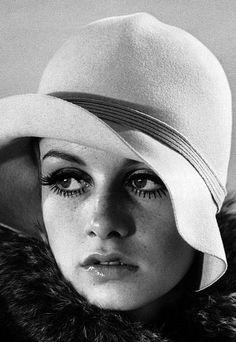 Twiggy, e seu eterno rosto de garota, na década e lugar certo, onde moda, comportamento, música, cinema, revolucionaram aqueles incríveis anos 60.