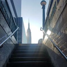 Good morning #NYC!  . . . #nofilter #itsfriday #friday #newyorkcity #lifeofadesigner #instalove #instacool #motivation #instapic #cool #photo #bestoftheday #life #amazing #instalike #instadaily #photooftheday #empirestatebuilding #weekendisalmosthere #winterinnyc #onmywaytowork #subway #whataview #takeamoment #tgif