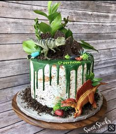 La imagen puede contener planta wow a great dinosaur cake for your childrens birthday party! your team from balloonas com en dinosaurcake childrensbirthday birthdaypartyideas dinosaur dinosaurbirthday dinosaurparty cake Dinosaur Birthday Cakes, Dinosaur Party, Elmo Party, Mickey Party, Dinosaur Cakes For Boys, 3rd Birthday Parties, Boy Birthday, Birthday Ideas, Third Birthday