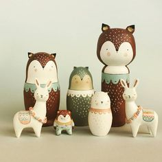 Uncommon pack just landed in my etsy shop // Manada atipica recien aterrizada en mi tienda etsy  #sweetbestiary  #etsyshop  #etsy #etsyespaña  #fox  #foxtotem  #llama #matrioska  #kokeshi #doll #handmade #figurine #clay #airdryclay