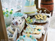 Hola! En esta ocasión os traemos un doble evento: Un bautizo-Cumpleaños. La temática elegida por la mamá de Jan fue Mickey Mouse y los colores que acordamos para el diseño fueron: verde, amarillo y azul con acabado de topitos blancos. … Continuar