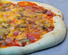 Esta masa de pizza crujiente se parece a la de dominos pizza, se estira en la masa con semolina, sémola de trigo o polenta, es lo mismo, comprada en Mercadona Asian Recipes, New Recipes, Dominos Pizza, Pizza Quotes, Confort Food, Calzone, Pizza Hut, Empanadas, Pizza Recipes