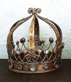 Image of Italian Santos Crown with Clear Stones and Balls
