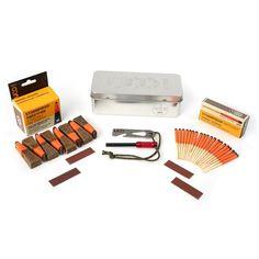Uco Fire Starting Kit. Deze nieuwe UCO vuur start set bevat 3 afzonderlijke producten in een mooie vuurvaste herbruikbare metalen blik.