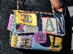 Moda de Rua, Londres 2011 (com imagens) Tommy Ton, Best Handbags, Purses And Handbags, Coco Chanel, Chanel Chanel, Chanel Paris, Embellished Purses, Diy Handbag, Chanel Couture