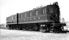 DD1 electric locomotives were repainted, pinstriped and had the keystone logo added on the end doors in time for the inauguration of train service to the N. Y. World's Fair at Flushing Meadows. This image shows freshly-painted A-B unit #344 at the Fair site on May 15, 1939 (George E. Votava photo / Dave Keller archive and data)